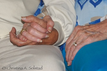 Mom_and_joy_holding_hands_2007sept_